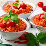 Paradajková ryža s bazalkou