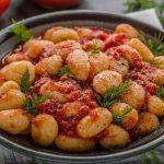Jarné bylinkové zemiaky s paradajkami