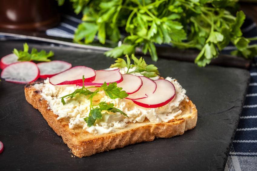 Bylinkové chlebíčky so syrom žervé