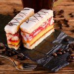 Punčový koláč s marhuľami
