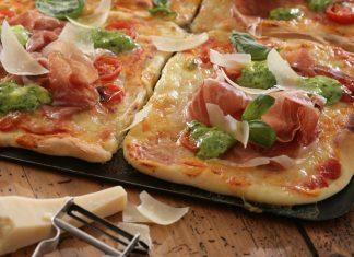 Pizza s parmskou šunkou a bazalkou