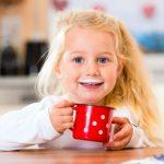 Ako naučiť dieťa piť mlieko po odstavení?