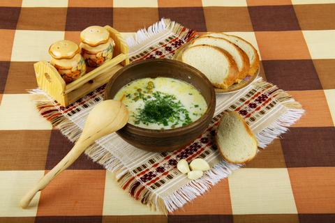 Cesnaková mliečna polievka