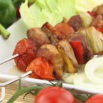 Mäsové ražniči s pikantnou omáčkou