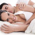 Po sexe: On hneď zaspí a vy túžite po nežnostiach