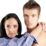 Prečo si mladí muži brúsia zuby na staršie?