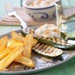 Hranolky s s grilovanou cuketou a lososovým dipom