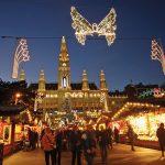Vianočné trhy pred viedenskou radnicou