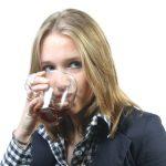 Nedovoľte dospievajúcim energetické nápoje