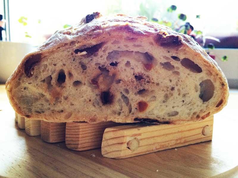 Chlieb so sušenými paradajkami