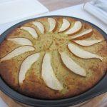 Hruškový koláč s quinoou a arašidovým maslom