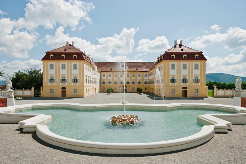 Schloss-Hof_Neptunbrunnen-(c)-Hertha-Hurnaus