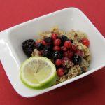 Quinoa dezert s bobuľovým ovocím