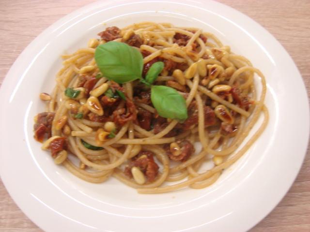 Špagety s píniovými orieškami