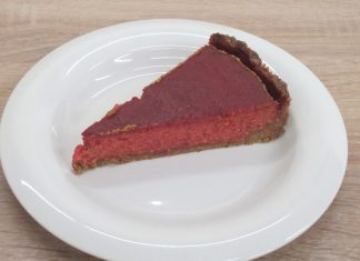 Cheesecake s cviklou a mangom