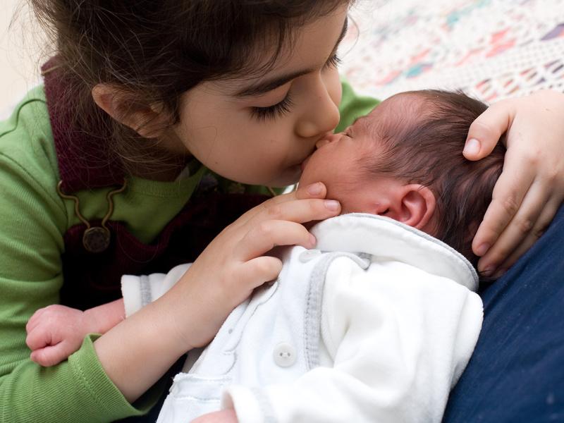 Batoľa a novorodeniatko