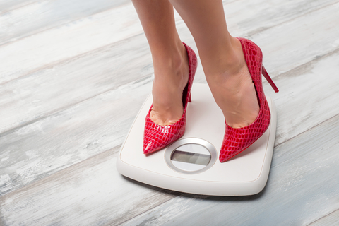 žena na váhe