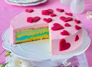 Dúhová torta so srdiečkami