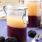 Broskyňovo-černicový vrstvený džem