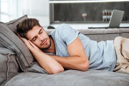 spánok muža