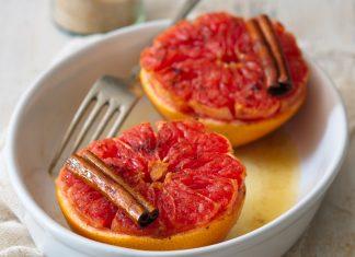Pečený grapefruit s trstinovým cukrom a medom