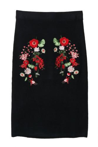 čierna sukňa s výšivkou