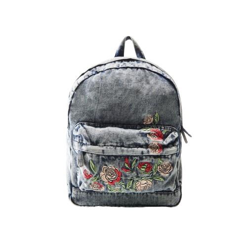 šedý ruksak s výšivkou