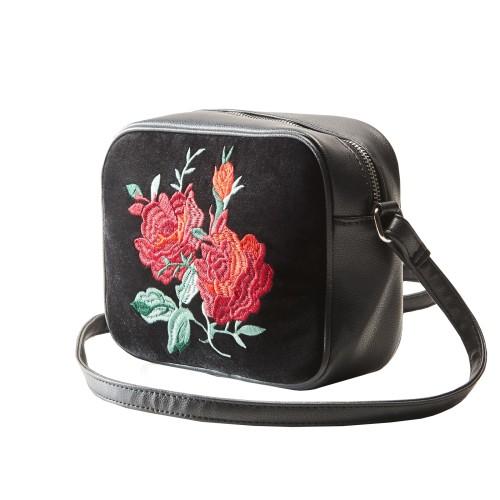 čierna kabelka s výšivkou