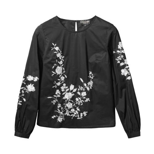čierna kvetovaná blúzka