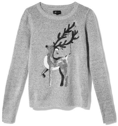 šedý sveter s jeleňom