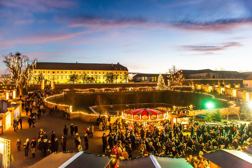 850_Weihnachtsmarkt-Abendlicht-(c)-Astrid-Knie