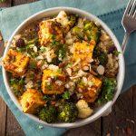 Diétna miska s quinoou, tofu na karí s brokolicou
