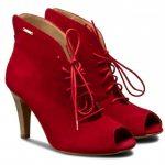 Červená na nohách