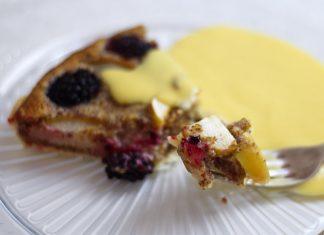 Mandľovo-ovocný koláč s vanilkovým krémom