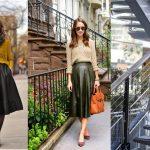 Áčková sukňa a sveter sú trendy!