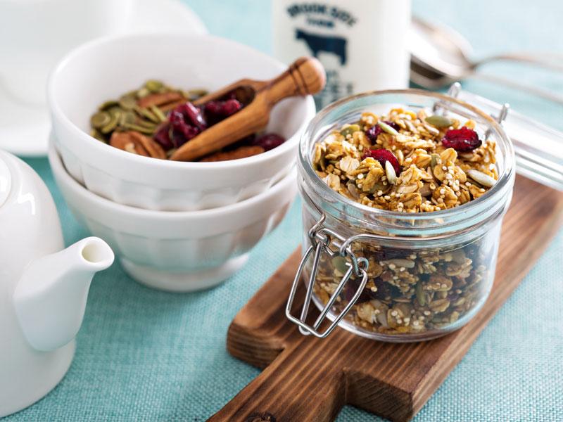 Perníková granola s brusnicami