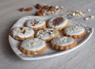 Orechové sušienky scukrovou polevou