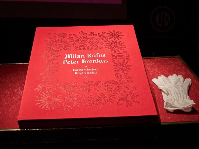 Poézia Milana Rúfusa v krojoch
