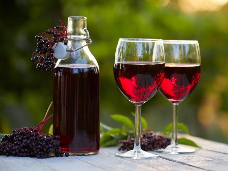 Víno z čiernej bazy